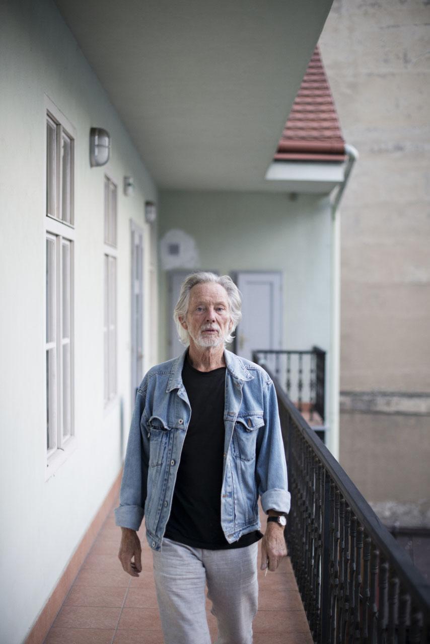 02 Klaus Voormann Theaterleinwand Prag